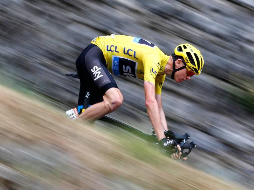 O britânico Chris Froome disputa o 12º estágio do Tour de France, nos montes Pirineus, França - 16/07/2015