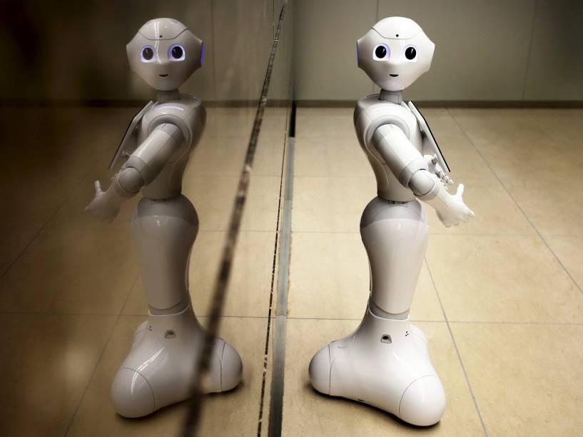 Em uma agência bancária de Tóquio, o robô Pepper é colocado na entrada para recepcionar os clientes - 17/07/2015
