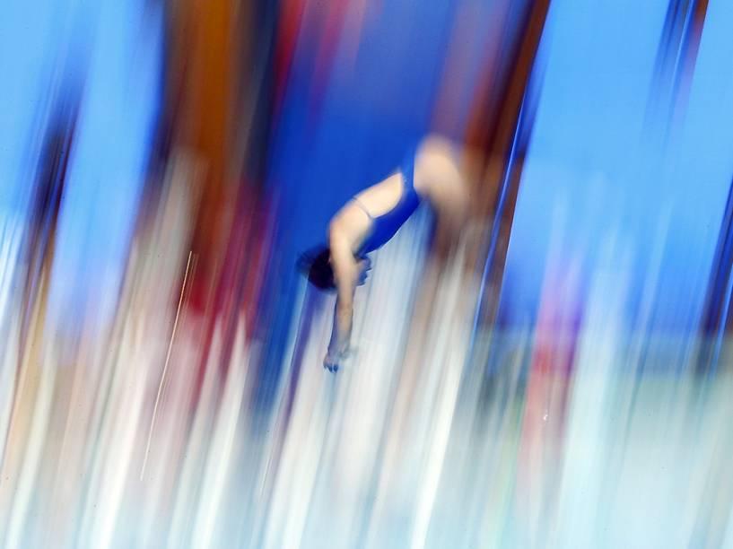 Atleta durante treino para o campeonato FINA de esportes aquáticos, em Kazan, na Rússia