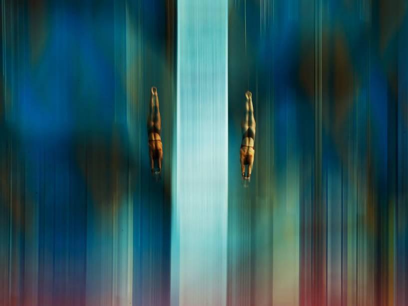 As canadenses Meaghan Benfeito e Roseline Filion, disputam prova de salto ornamental no Campeonato Mundial de Esportes Aquáticos em Kazan, na Rússia - 27/07/2015