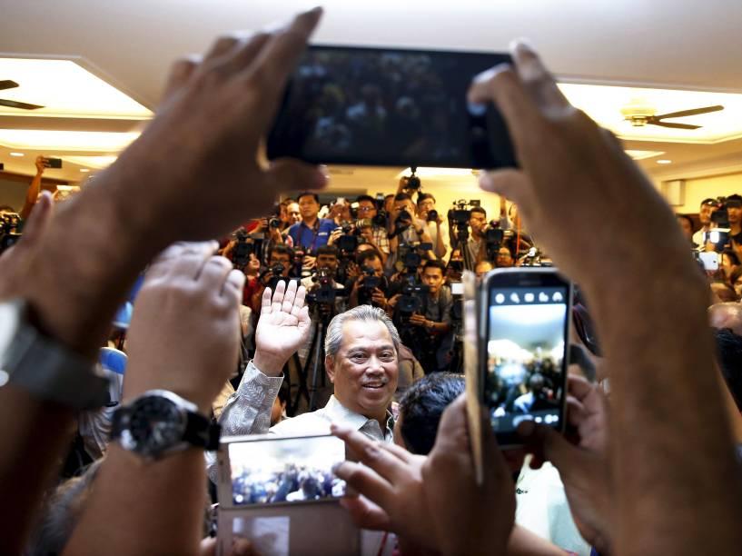 O ex vice-primeiro-ministro da Malásia, Muhyiddin Yassin, fala com a imprensa após ser demitido durante remodelação do gabinete em Kuala Lumpur - 29/072015