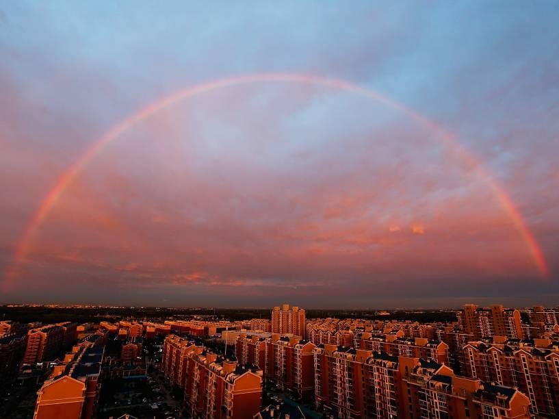 Um arco-íris foi visto sobre a cidade de Pequim, na China
