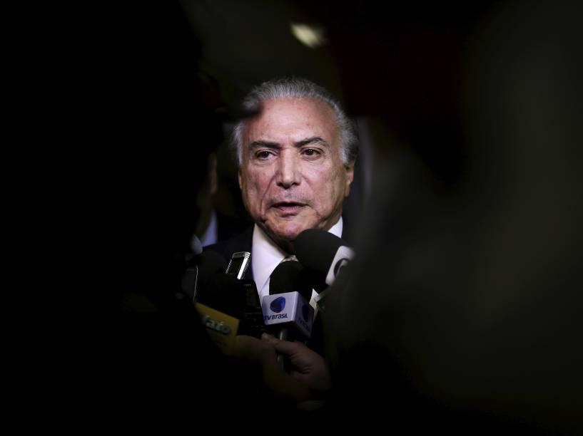 Vice-presidente da República, Michel Temer, fala a jornalistas em Brasília - 06/08/2015