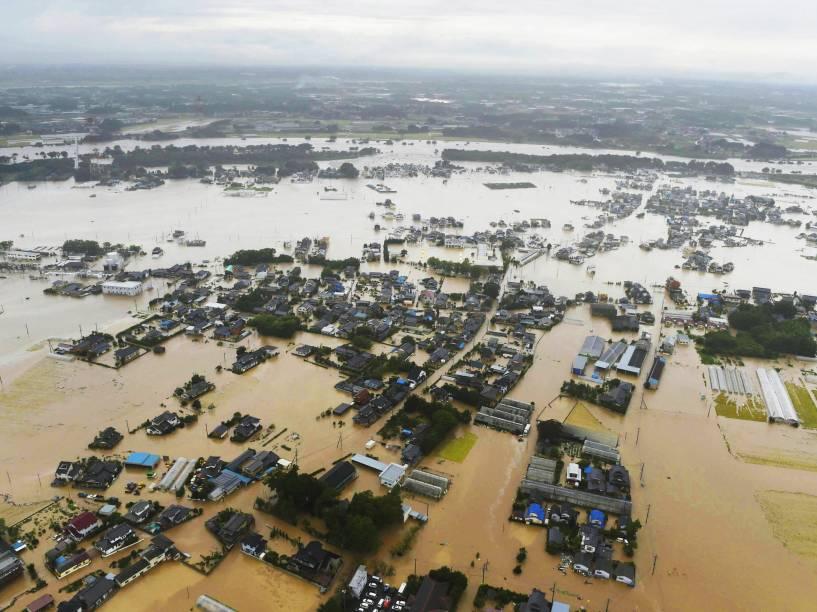 Área residencial de Ibarak (Japão) fica completamente inundada após passagem do Tufão Etau. Mais de 140 mil pessoas ficaram desabrigadas - 10/09/2015