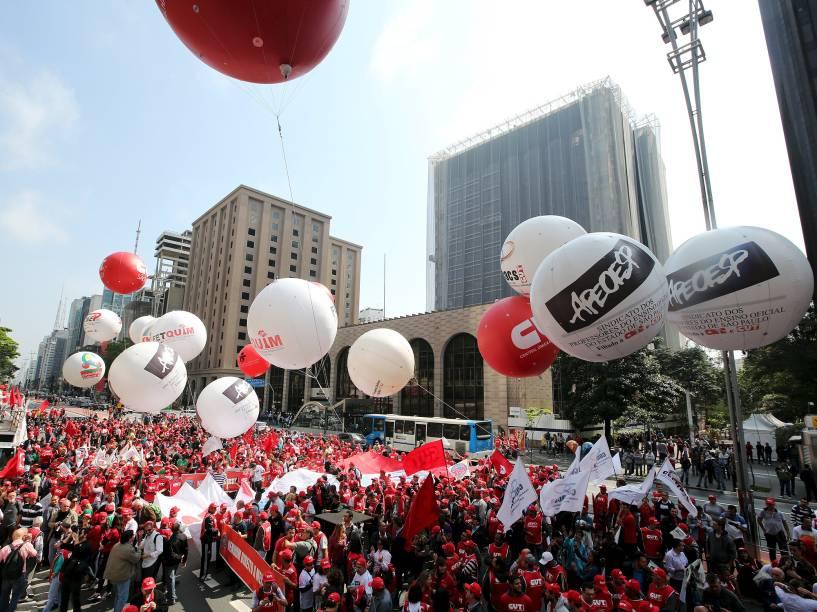Ato da CUT (Central Única dos Trabalhadores) e centrais sindicais em frente à sede da Fiesp (Federação das Indústrias do Estado de São Paulo), na av. Paulista, na região central da capital paulista, nesta terça-feira (15)