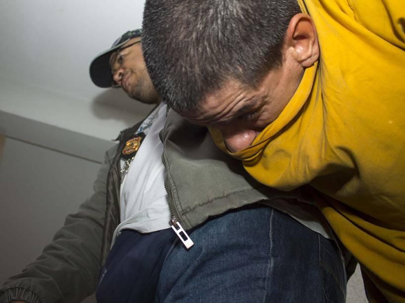 Chega para depor no 16º DP (Vila Clementino), na zona sul da capital paulista, o pintor Jorge Luiz Morais de Oliveira, 41, que foi preso na última sexta, suspeito de uma série de mortes na favela Alba, no Jabaquara