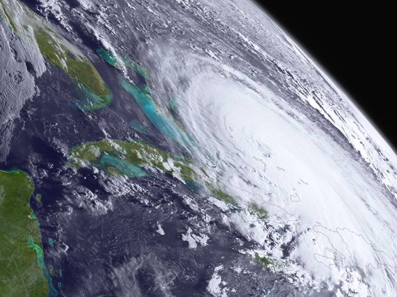 O furacão Joaquin foi registrado sobre as Bahamas, no oceano Atlântico, em foto tirada por satélite