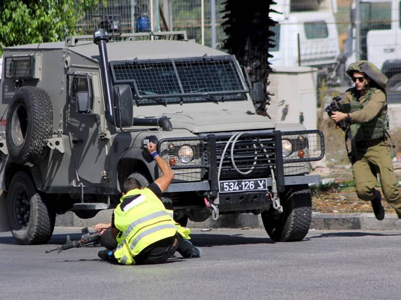 Palestino atacou com uma faca um soldado israelense na parte sul da cidade de Hebron