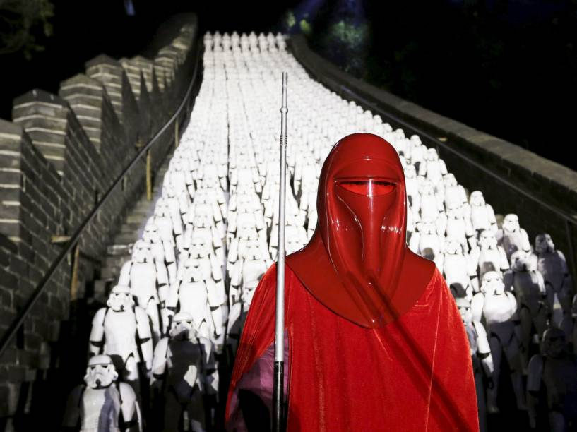 """Fãs se divertiram em evento promocional do filme """"Star Wars"""", na Grande Muralha da China"""