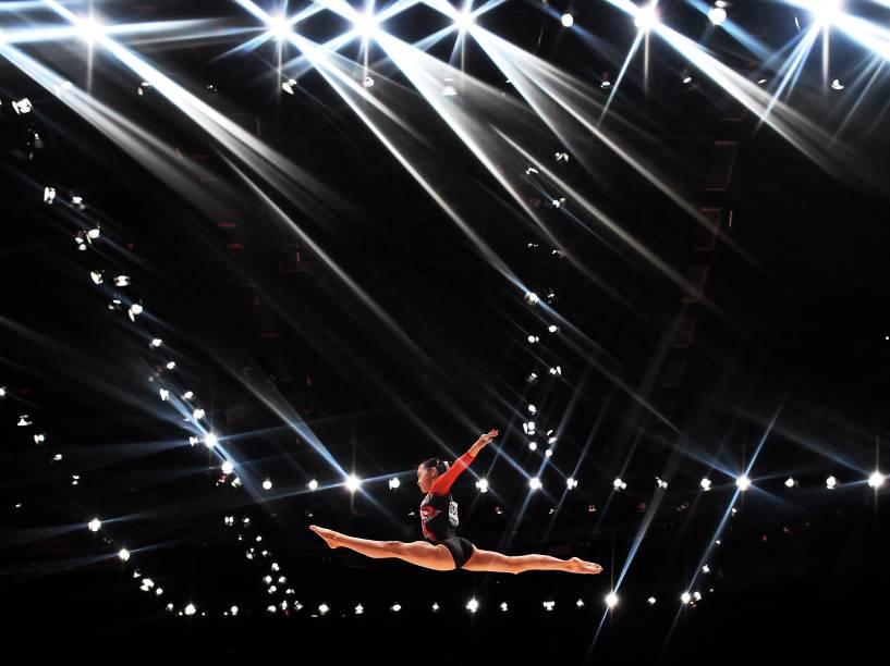 Aiko Sugihara, do Japão, durante o primeiro dia do Campeonato de Ginástica Mundial em Glasgow, na Escócia - 23/10/2015