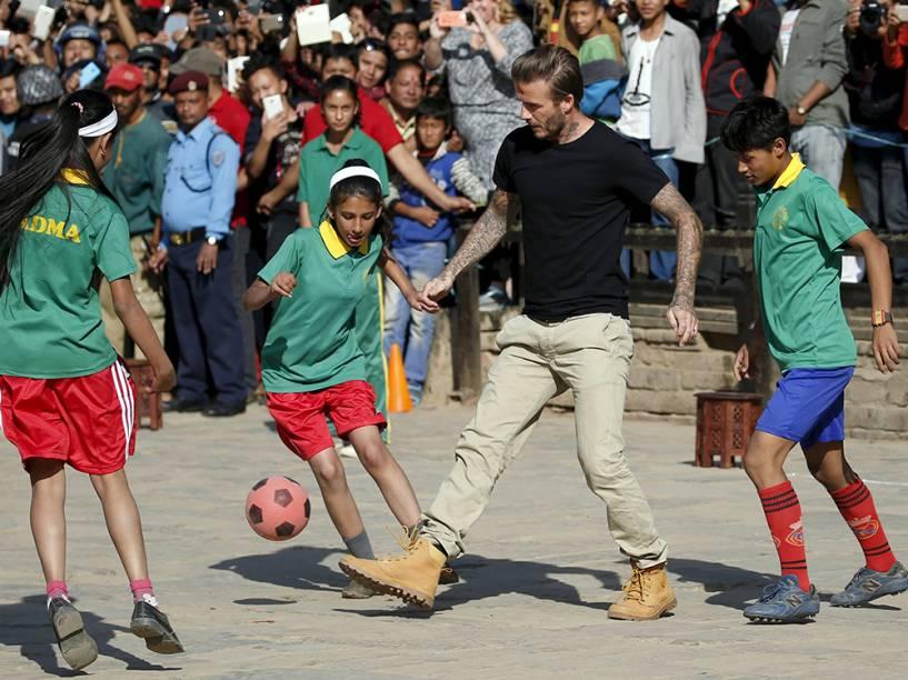 David Beckham durante partida beneficente para arrecadar fundos para o Fundo das Nações Unidas para a Infância (UNICEF) na antiga cidade de Bhaktapur, no Nepal