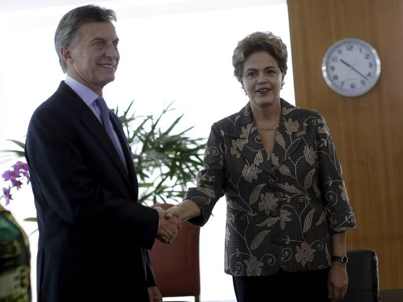 A presidenta Dilma Rousseff recebe o presidente eleito da Argentina, Mauricio Macri, em seu gabinete no Palácio do Planalto, em Brasília (DF), nesta sexta-feira (4)