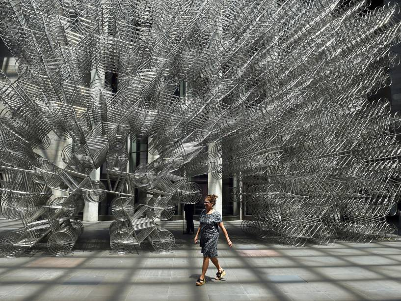 """Em Melbourne, na Austrália, obra do artista chinês Ai Weiwei é apresentada durante exposição nomeada de """"Andy Warhol Au Weiwei"""" - 10/12/2015"""