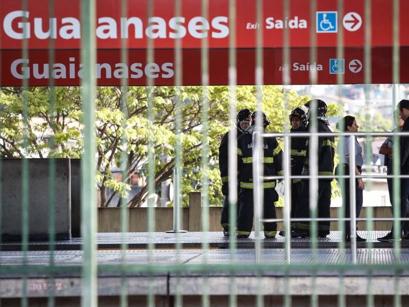 Bombeiros vistoriaram a estação Guaianases da CPTM, na zona leste de SP, que foi fechada na manhã da última sexta-feira devido a uma ameaça de bomba
