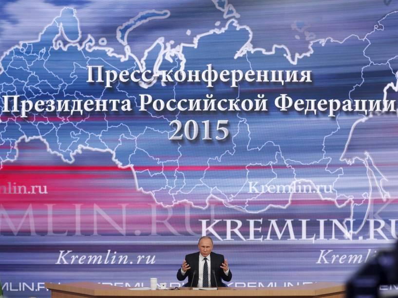 O presidente da Rússia, Vladimir Putin, fala durante coletiva de imprensa anual de fim de ano em Moscou - 17/12/2015