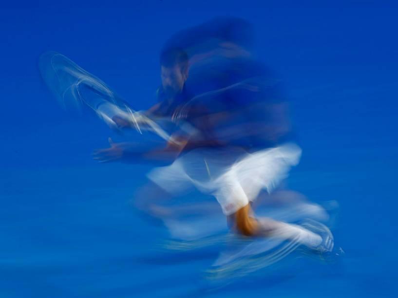 O tenista sérvio Novak Djokovic durante partida contra o francês Quentin Halys válida pela segunda rodada do Aberto da Austrália em Melbourne - 20/01/2016
