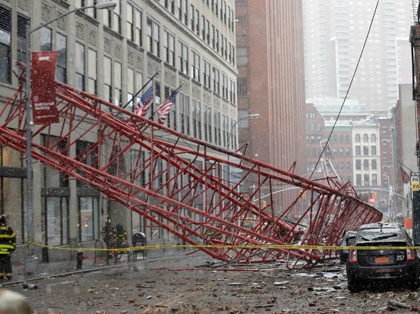 Guindaste cai e mata uma pessoa em Nova York