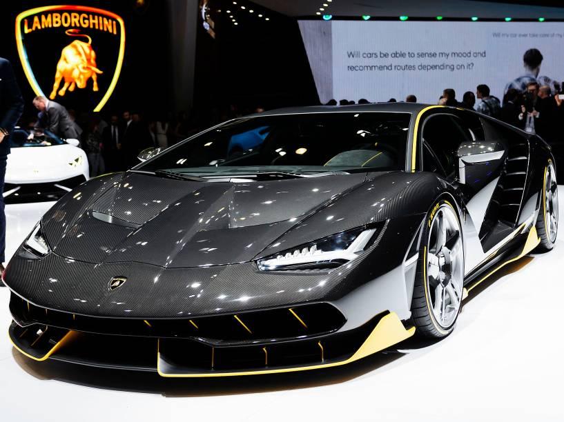 """A nova """"Lamborghini Centenario"""" é vista no salão internacional """"Motor show"""", em Genebra, na Suíça, nesta terça-feira (01)"""