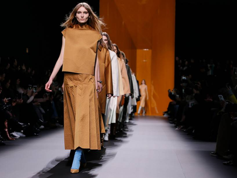 Desfile em Paris lança a coleção outono-inverno da designer francesa Nadege Vanhee-Cybulski<br>