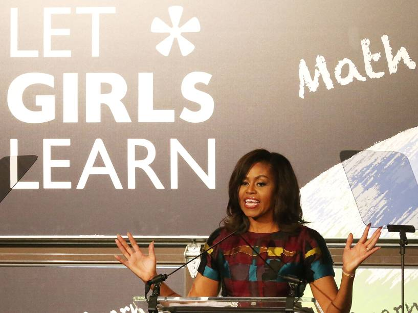 """Michelle Obama comemora em Washington DC, no Dia Internacional da Mulher, o primeiro ano da iniciativa """"Let girls learn"""" (Deixem as garotas aprenderem, tradução livre), que promove educação para meninas ao redor do mundo"""