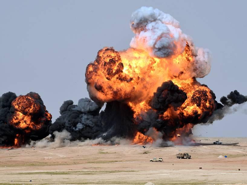 Exército saudito faz testes com bombas em Hafr al-Batin, a 500 quilômetros a nordeste da capital, Riyadh