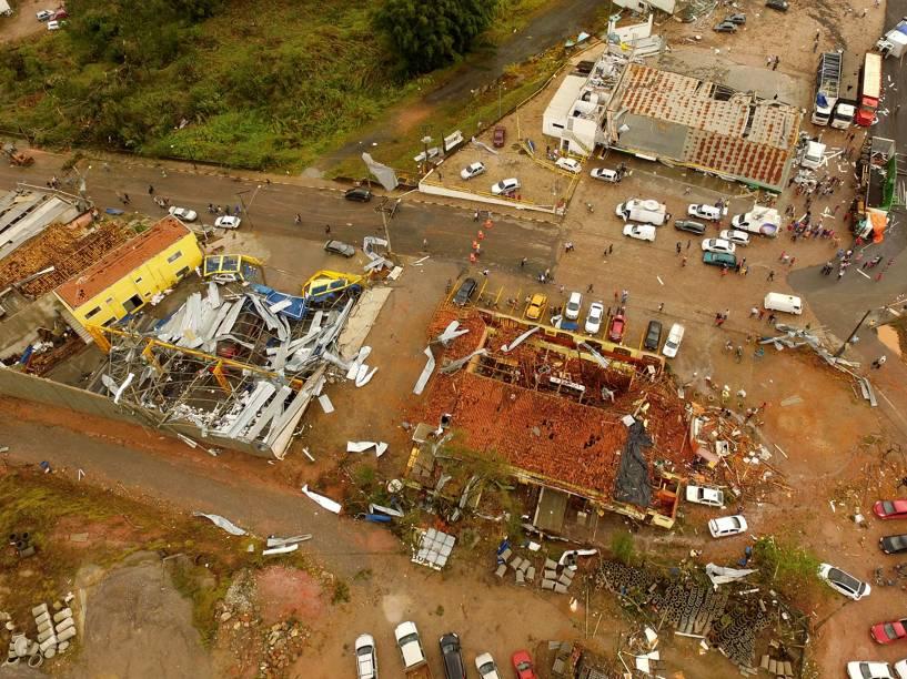 Temporal com rajadas de vento provoca destruição na cidade de Jarinu (SP) - 06/06/2016