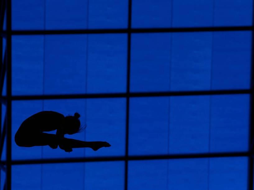 A húngara Zsofia Reisinger compete durante evento preliminar da plataforma de mergulho no Campeonato Europeu Aquático em Londres - 13/05/2016