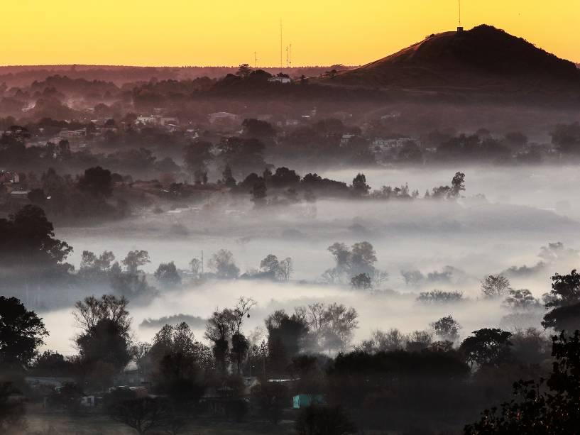 Massa de ar polar que cobre o Estado provoca queda de temperatura no início da manhã desta quinta-feira (19), em Santana do Livramento (RS), na região de fronteira do Rio Grande do Sul