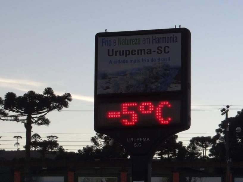 Na cidade mais fria do Brasil, Urupema, as temperaturas atingiram a marca dos -5.2°C, segundo dados da Epagri/Ciram. No Morro das Torres, ponto mais alto do município, a sensação térmica chegou a -22°C - 09/06/2016