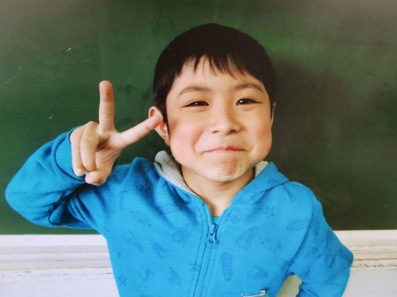 O garoto japonês Yamato Tanooka, 7, desaparecido após ser deixado para trás por seus pais, foi encontrado vivo em uma pequena construção em uma área de treinamento militar, na cidade Shikabe. Foto sem data