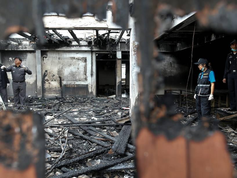 Pelo menos 17 estudantes morreram e várias mais estão desaparecidas em um incêndio em um dormitório de uma escola particular no norte da Tailândia - 23/05/2016