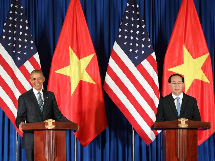 O presidente dos EUA, Barack Obama e o presidente do Vietnã, Tran Dai Quang durante coletiva no Palácio Presidencial em Hanói - 23/05/2016