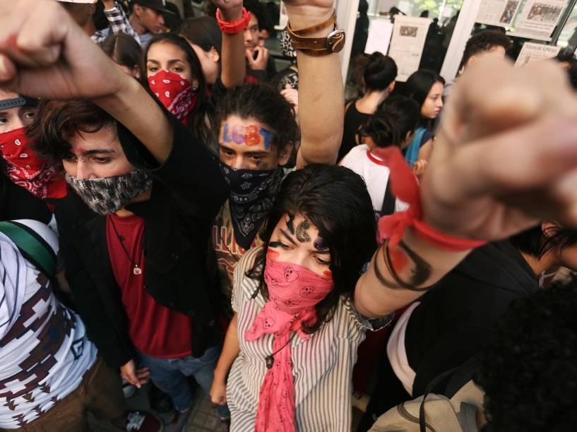 Estudantes da rede Pública Estadual ocupam o Centro Paula Souza em protesto pelo desvio de merenda, pela abertura da CPI da merenda e condenação do Deputado Fernando Capez, envolvido no esquema de desvio da merenda, na região central de São Paulo - 05/05/2016