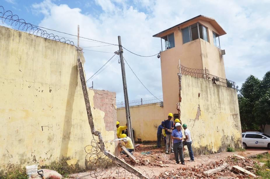 Buraco aberto por caminhão caçamba no Complexo de Pedrinhas, no Maranhão