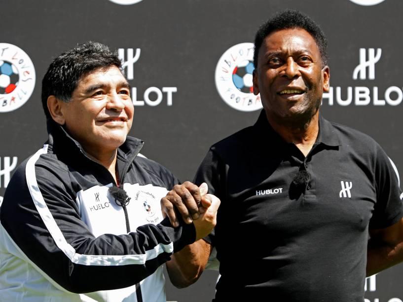 Pelé e Diego Maradona participam de um evento de publicidade na véspera da abertura da Eurocopa em Paris - 09/06/2016