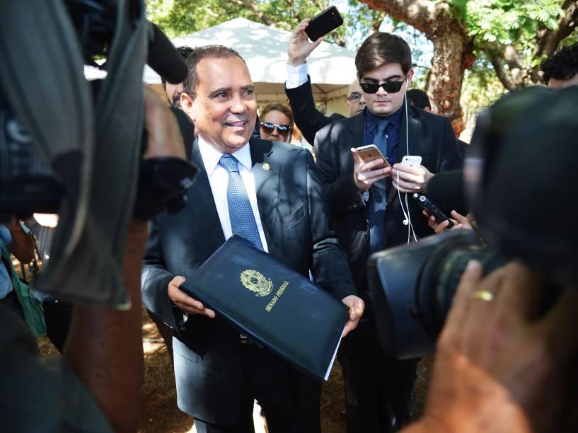 O Primeiro Secretário do Senado, senador Vicentinho Alves (PR-TO), chega ao Palácio do Jaburu para entregar a notificação sobre a decisão de aprovar o processo de impeachment de Dilma Rousseff a Michel Temer - 12/05/2016