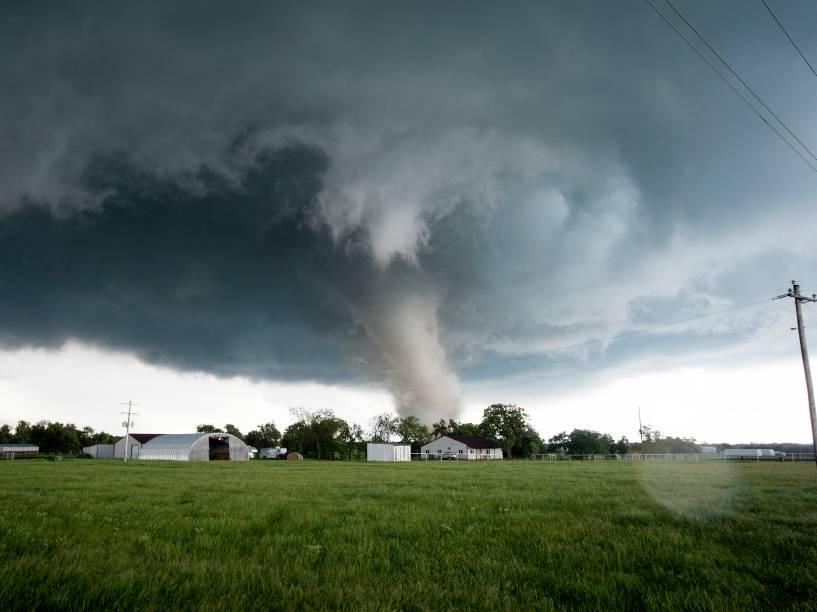 Tornado é registrado em uma área residencial no sul de Wynnewood, estado americano de Oklahoma