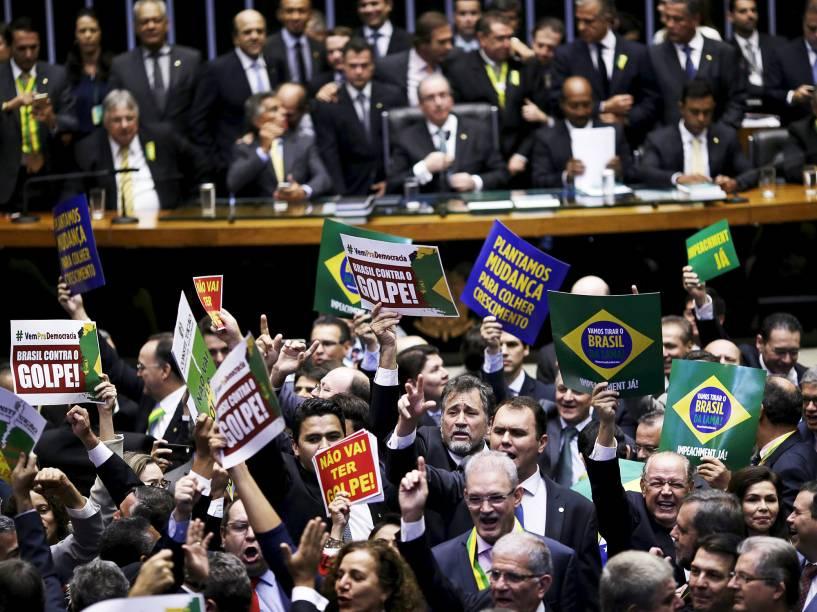 Câmara dos Deputados decide hoje se o processo de Impeachment contra a Presidente Dilma Rousseff continua