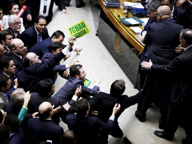 Deputados durante a sessão especial de votação do pedido de impeachment da presidente Dilma Rousseff, em Brasília - 17/04/2016
