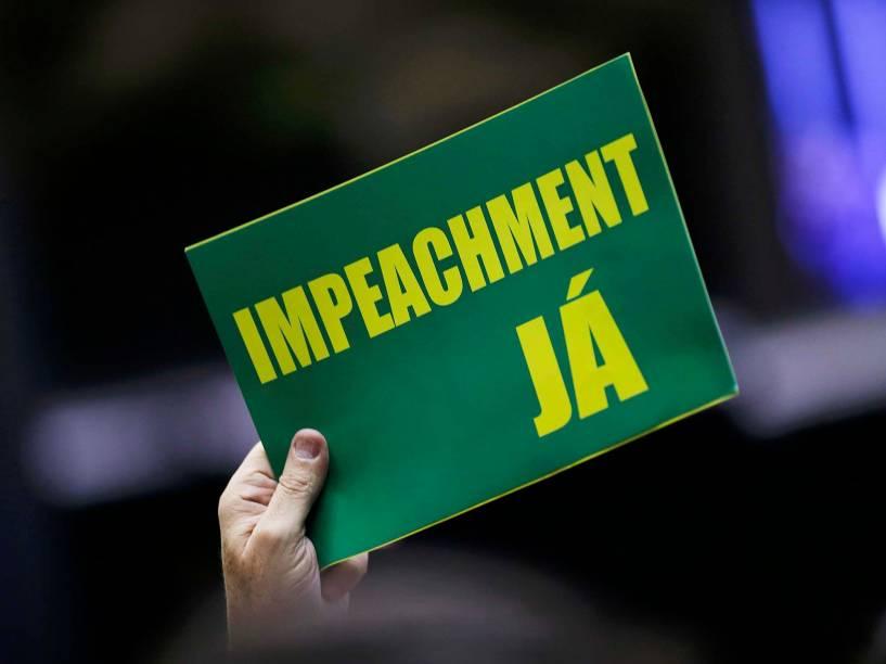 Parlamentares durante sessão que discute o parecer do deputado Jovair Arantes, que foi aprovado na Comissão Especial, recomendando a abertura do processo de impeachment da presidente Dilma Rousseff - 17/04/2016