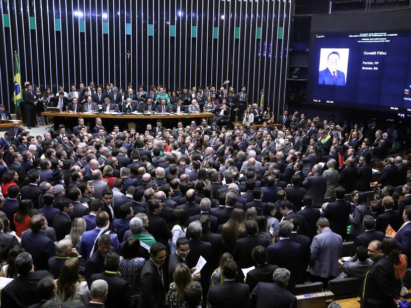 Vista do plenário da Câmara dos Deputados, em Brasília, durante sessão especial de votação do pedido de impeachment da presidente Dilma Rousseff - 17/04/2016