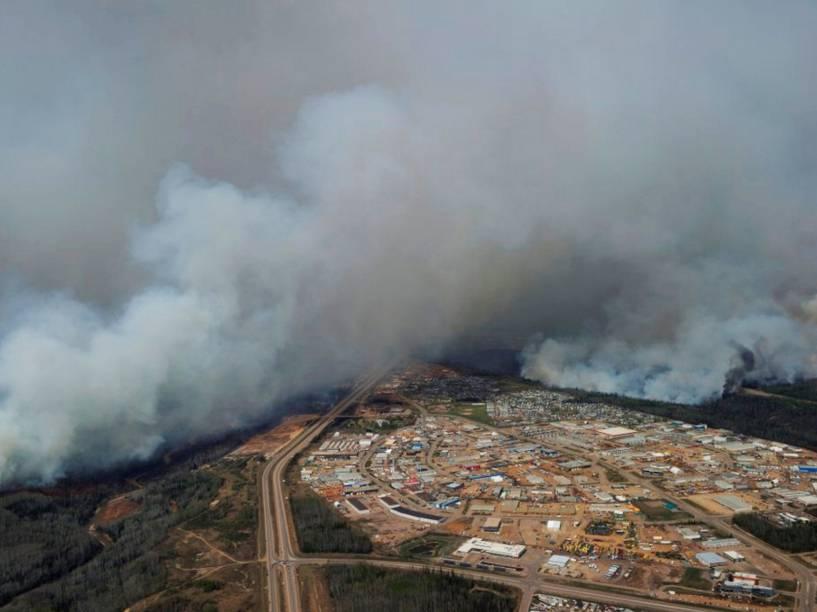 Incêndio florestal atinge a cidade de Fort McMurray, no Canadá, forçando os mais de 80 mil habitantes da região a deixarem suas casas - 05/05/2016