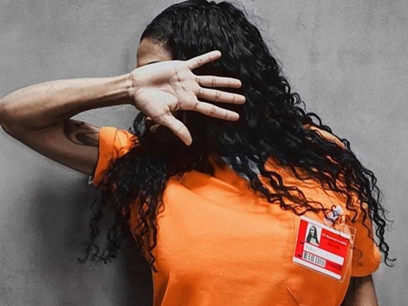 A aspirante a ex-BBB Inês Brasil em paródia da série Orange Is the New Black, da Netflix