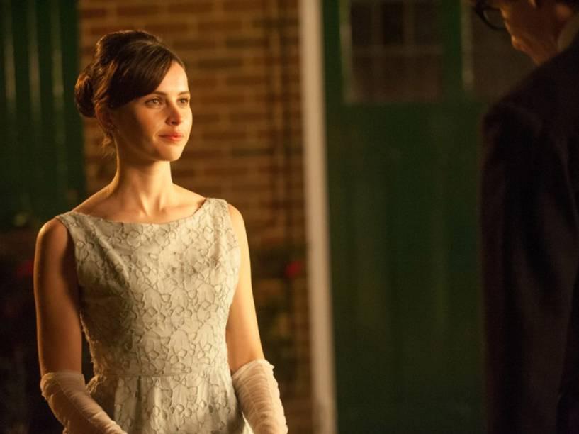 A atriz inglesa Felicity Jones vive Jane Wide, em A Teoria de Tudo