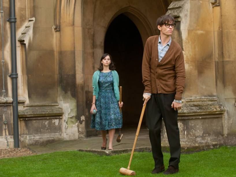 Os personagens Jane Wide (Felicity Jones) e Stephen Hawking (Eddie Redmayne) em cena do longa A Teoria de Tudo