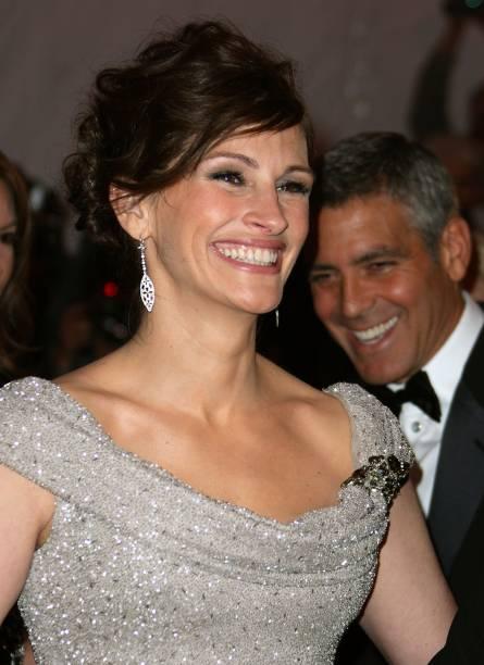 Julia Roberts e George Clooney no baile de gala anual do museu Metropolitan de Nova York, em 2008
