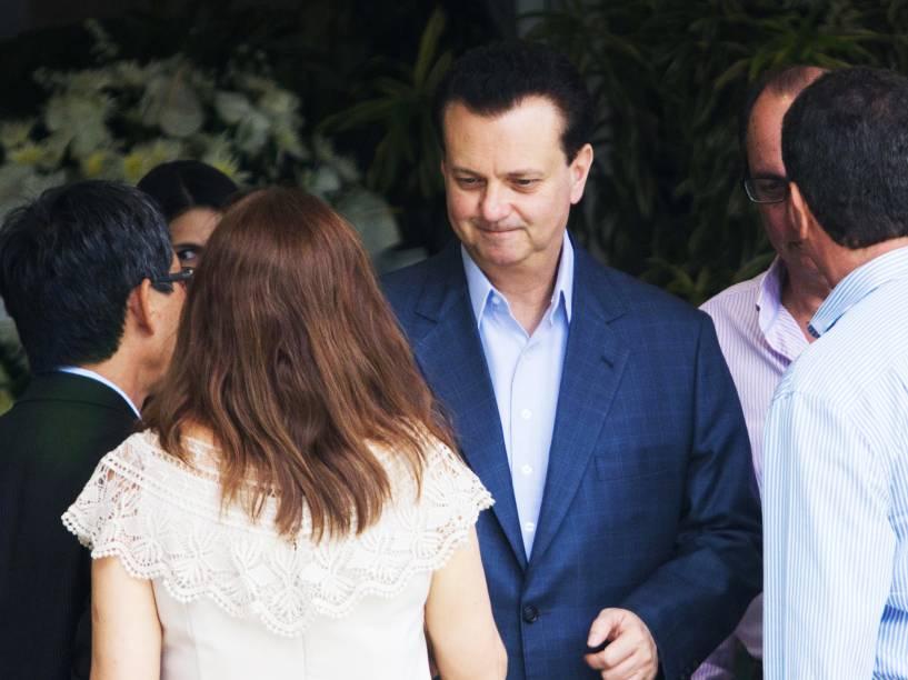 O ministro das Cidades, Gilberto Kassab, chega ao Hospital Albert Einstein em São Paulo para o velório de Thomaz Alckmin