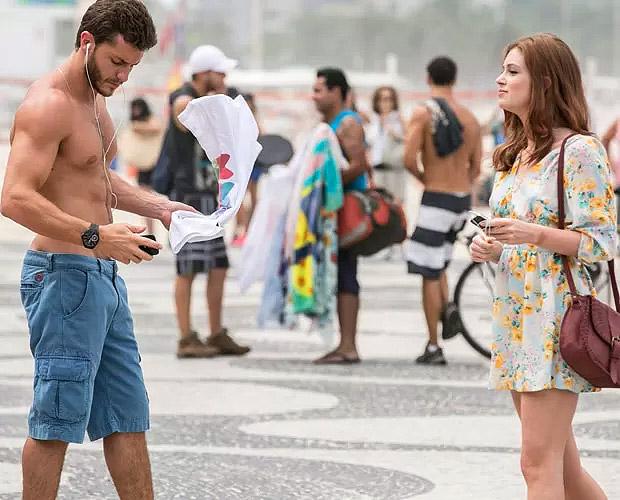 Marina Ruy Barbosa e Klebber Toledo gravam cena de Império na zona sul do Rio