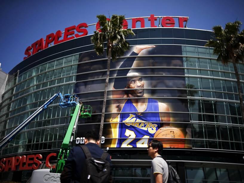 Kobe Bryant faz o último jogo profissional de sua carreira em partida dos Los Angeles Lakers contra o Utah Jazz