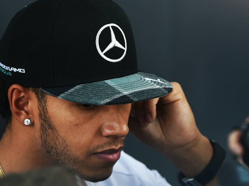 O piloto britânico, Lewis Hamilton chega no autódromo de Interlagos, em São Paulo, para o GP de Fórmula 1